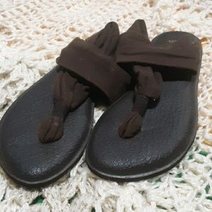 great used condition sanuk yoga mat sandals